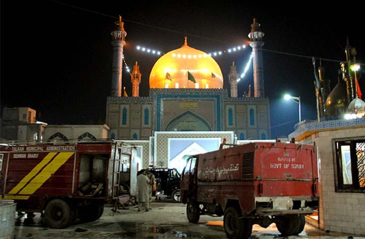 blast hits Lal Shahbaz Qalandar